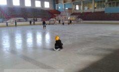 Gata cu gheața la Patinoarul Galați. La Miercurea Ciuc încă se patinează