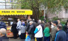 Proști stînd la coadă la pîine în Galați, ca pe vremea lui Ceaușescu (foto)