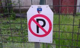 Loc de parcare rezervat cu o falsă stemă a Primăriei Galați (foto)