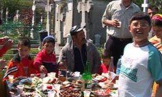 Anul acesta, la cimitirul Eternitatea, manelele s-au ascultat la căști