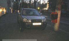 """Poză cu mașina lui Mihai Manoliu numai bună de trimis la """"parchez ca un bou"""""""