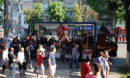 Ce țigănie! Cortegiu funerar cu balonașe, căruțe și lăutari pentru un interlop pe nume Kalo (foto)