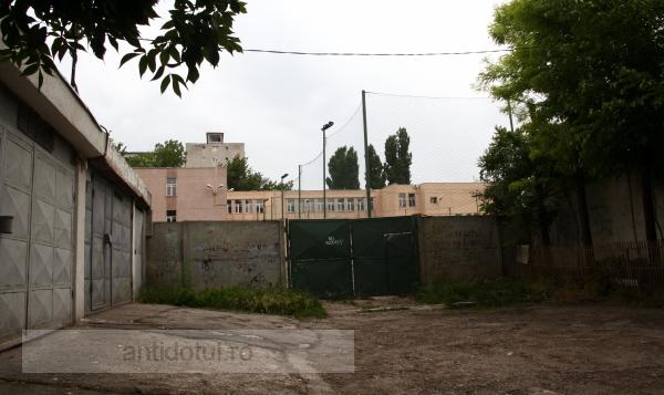 Curtea unei școli din Galați va fi transformată în stradă