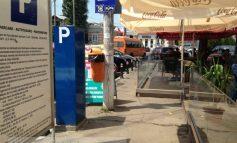 Șaormăria Passage a parcat ilegal pe trotuarul public. Și nimeni nu se supără!