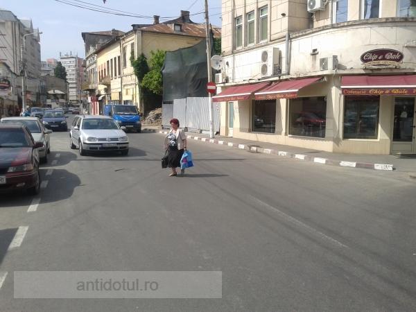 Locul unde toată lumea traversează prin loc nepermis (foto)