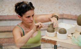 Poți vedea în direct cum lucrează ceramica și mozaicul artiștii francezi