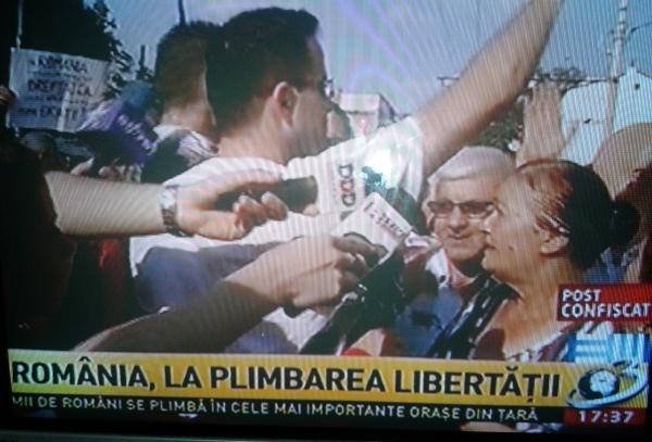 """Antena 3 este amuzantă: """"Mii de români se plimbă în orașele din România"""""""