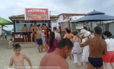 Mîncarea săracului la mare, în stațiunea 2 Mai (foto)
