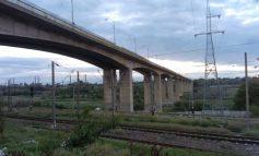 Viaductul de la combinat a rămas suspendat în aer