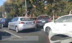 Nevasta primarului Stan, tupeistă în trafic (foto)