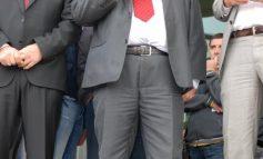 Ținuta de gală a lui Bacalbașa: costum ponosit și pantofi scîlciați (foto)