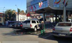 Parcarea de la Vox Center, transformată în spălătorie auto
