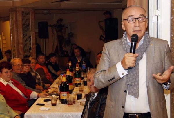 Hipsterul Marius Stan, discurs înflăcărat printre bidoane de bere (foto)