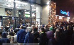 Shopping City, blocat de clienți. Sute de gălățeni au rămas pe dinafară (foto)