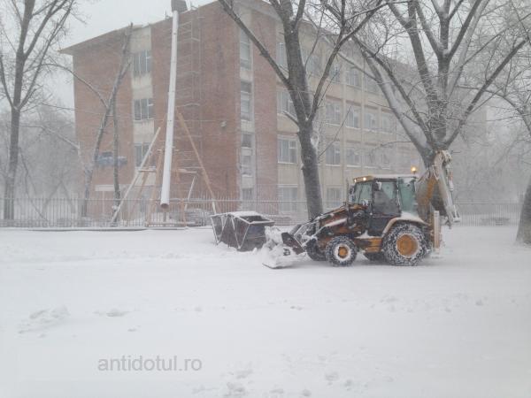 Pentru că iarna l-a luat prin surprindere, Marius Stan se arată darnic și dă drumul la căldură
