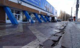 Marea spoială de la patinoar: brăduți pentru Iohannis, noroi pentru fraieri (foto)