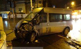 Dubiță spulberată de o mașină de poliție pe str. Bălcescu, colț cu Eroilor (foto)