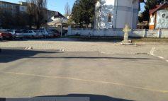Spațiul din centrul Galațiului, din fața bisericii Mavramol, arată pustiu și sinistru