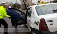 Un șofer de taxi a fost oprit de polițiști deoarece voia să încalce legea gravitației!