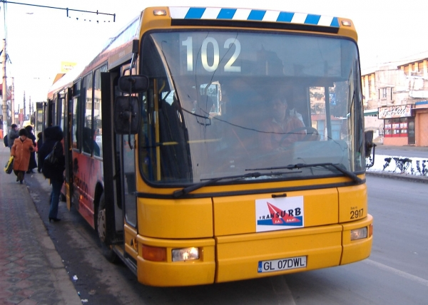 Transurb recunoaşte că unii dintre şoferi mai dau blatul câte un telefon uitat în autobuz