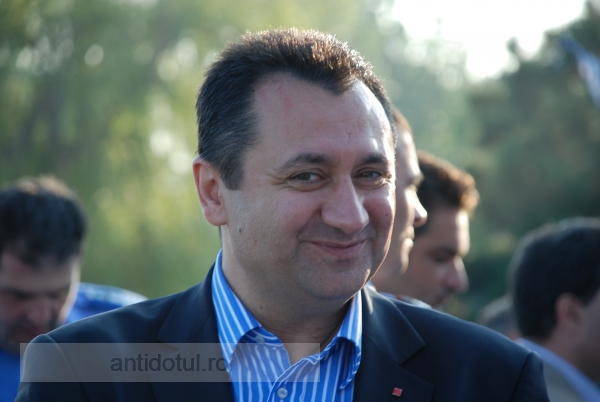 Florin Pîslaru, doar amendat pentru că și-a angajat fiul la biroul parlamentar