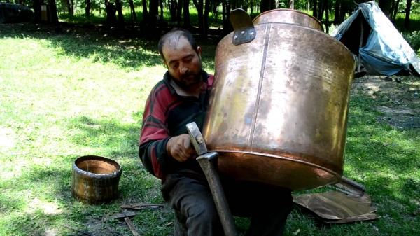 Un scenariu de groază pentru gălățeni: cazanul de apă fierbinte promis de primarul Stan ar putea fi furat de țigani