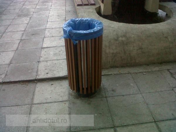 Coșuri de gunoi de lux pentru un oraș…de mizerie