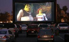 Ca să nu mai vadă craterele din asfalt, primarul Stan le promite șoferilor un drive-in cinema