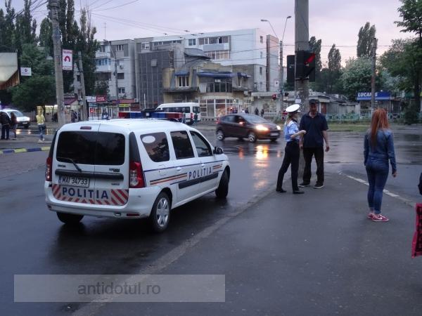 Cum stau la pîndă milițienii de la Poliția Rutieră Galați pe înserat (foto)