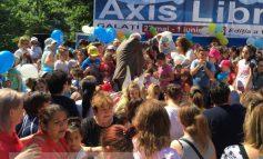 În loc să împartă cadouri la copii, Marius Stan aproape că a fugit de pe scenă (video)