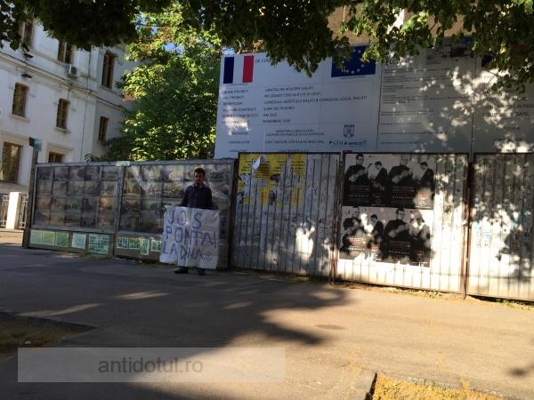 Uimitor, la Galați, un cetățean chiar a ieșit în stradă să ceară demisia lui Ponta