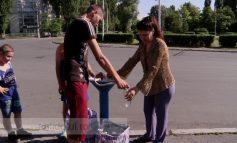 Voi știți de ce beau gălățenii apă de la țîșnitorile stradale? De sete, bineînțeles!