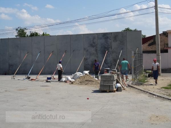 Pericol de prăbușire la Shopping City Galați (foto)