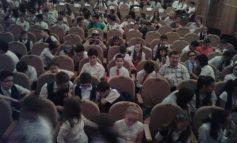 """Dezbatere interactivă privind combaterea violenței în școli la Teatrul """"Nae Leonard"""""""