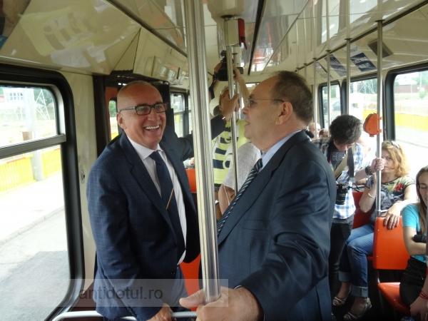 Șoc! Primarul Stan a mers din nou cu tramvaiul după 40 de ani (foto)