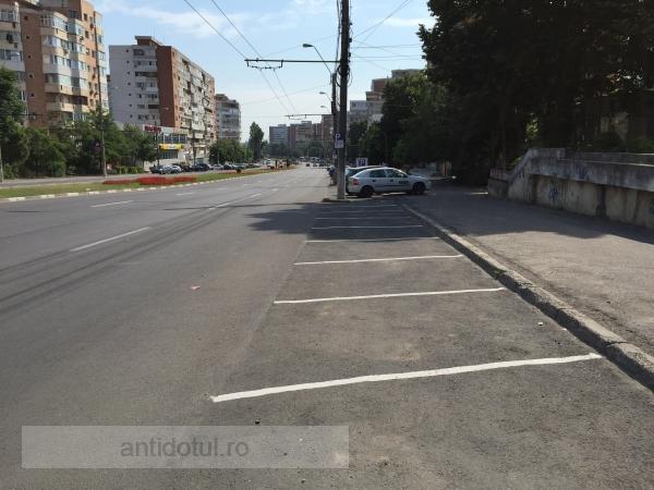 De ce stau goale parcările unde directorul Eduard Grosu a pus taxă?