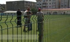 Tanti din Grecia, ne dați și nouă mingea aia veche? Suntem noi, fotbaliștii de la Oțelul!