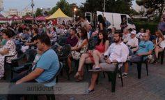 Blonda lui Florin Pîslaru nu a furat nici un scaun de la festivalul de film