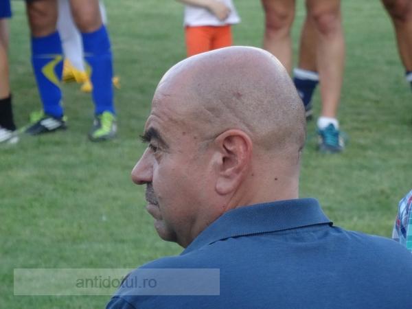 Mihai Manoliu – din profil zici că-i Scooby Doo (foto)
