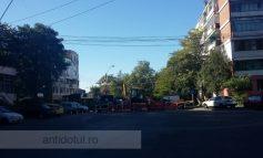 O țeavă spartă a blocat traficul auto pe strada Navelor