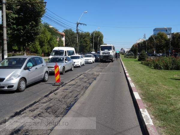 """Str. Brăilei – în reparaţii, la doi ani de la modernizarea cu """"asfalt de autostradă"""""""