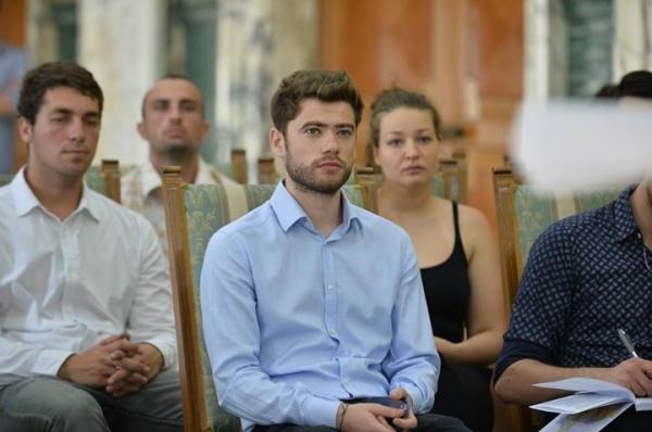 Un absolvent al Universității Danubius, stagiar în cadrul Ministerului de Justiție (P)