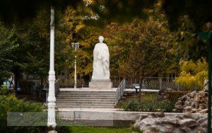 Parcul Eminescu se pregătește de alegeri: se coafează și se fardează