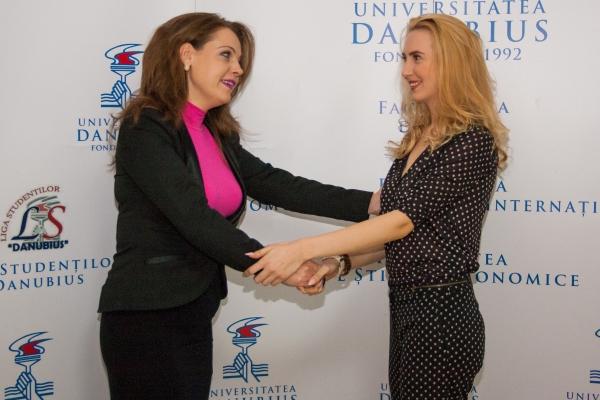 Teodora Micu, absolventa de la Danubius care  a luat concursul pentru notar cu media 9.55