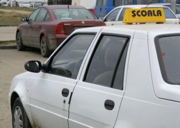 Iată de ce prin Galați se circulă ca-n în vestul sălbatic: instructorii auto au picat traseul