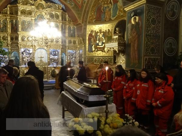 Durere imensă: trupul gălățencei care a murit în Club Colectiv a ajuns acasă (foto)