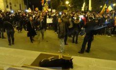 Nici 500 de inși în stradă, la Galați. Agramați și politruci printre protestatari