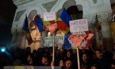 Proteste, ziua a 3-a. Mulțimea l-a făcut satanist pe Casian și l-a umilit pe Stan (video)