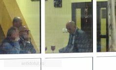 Unde stă ascuns deputatul Eugen Chebac? În spatele unui pahar de vin (foto)