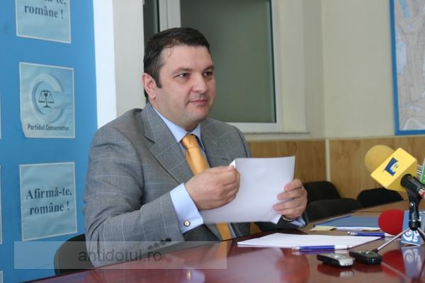 Ziceți voi dacă președintele Comisiei Juridice, Bogdan Ciucă, are față de infractor